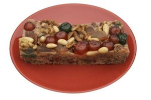 Fruitcakes were traditionally used as wedding cakes.