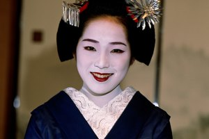 Step-by-Step Geisha Girl Makeup