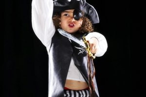 How to Make a Kids' Pirate Costume From Things at Home