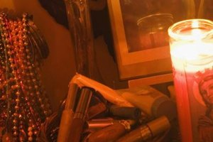 Wiccan altars should contain items that represent the elements, but worshipers have some flexibility in deciding what those items are.