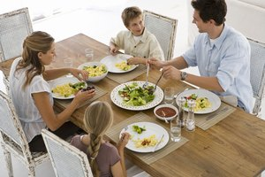 How to Remind Kids About Table Manners