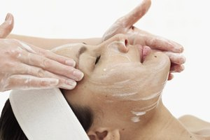 Lemon and Honey to Even Out Skin Tone