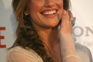Actress Minka Kelly sports a bohemian side braid.