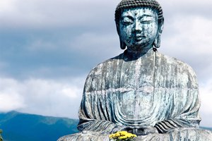 What Is the Difference Between Pure Land Sects & Other Buddhists?