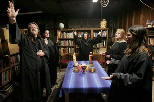 What Should Be on a Wiccan Altar?