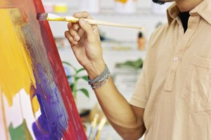 The Difference Between an Associate's & a Bachelor's Degree in Fine Arts
