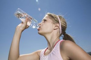 Drink plenty of water to prevent heatstroke.