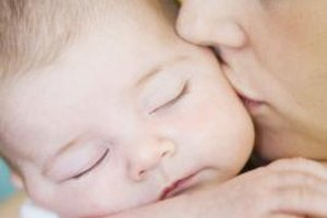 Putting your child to bed in a sleep sack can reduce her risks of SIDS.