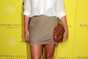 Haylie Duff usando una mini falda en el evento de 2011 Kendra Scott Jewelry of Beverly Hills en West Hollywood.