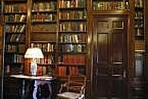 How to build a home library on a budget the pen and the pad for Building a house cheaply