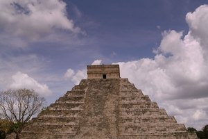 How to Build an Aztec Pyramid as a School Project