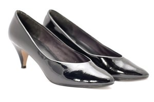Females are required to wear patent leather shoes with Class A uniforms.