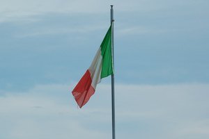 There are patriotic, financial, and international benefits to joining the Italian army.