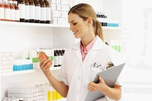 Correspondence Courses for a Pharmacy Technician Degree
