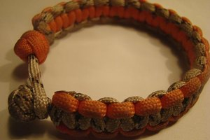 This bracelet unwinds into a long length of paracord.