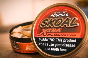 How to Use Skoal Pouches