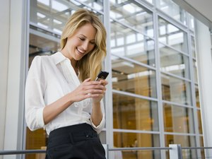 The Etiquette of Texting in the Workplace