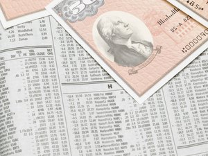 Advantages & Disadvantages of Investing in Common Stocks