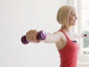 How to Tone the Breasts Using Dumbbells for Women
