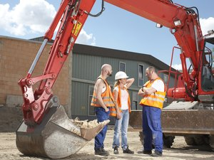 The Duties & Responsibilities of a Machine Operator