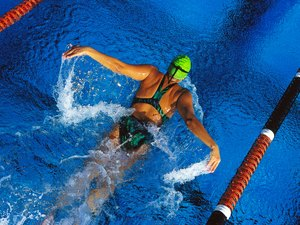 How to Lose Weight With Swimming Workouts