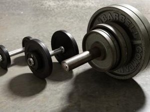 Dumbbell Vs. Barbells for Military Presses