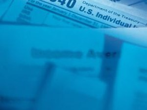How to Track a Federal Tax Return