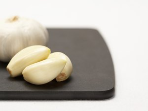 Garlic Benefits & Side Effects for Humans