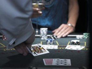 Duties & Responsibilities of a Casino Dealer