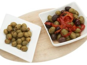 Health Benefits of Stuffed Olives With Garlic