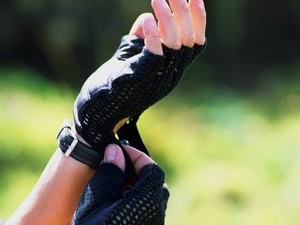 The Benefits of Wearing Weightlifting Gloves