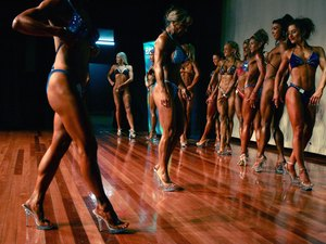 How to Do a Woman's Bodybuilding Routine