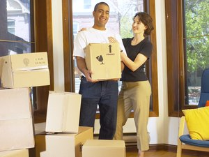 Do Both Husband & Wife Have to Sign the House Rental Lease?
