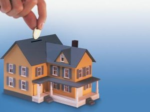 Difference Between Refinance & Home Equity Loan