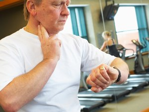 How to Reduce a Fast Heart Rate While Working Out