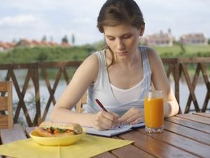 What Are the Benefits of a Food Diary?