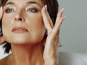 How to Tighten Facial & Neck Muscles With Facial Yoga