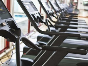Do You Burn More Calories Walking on a Treadmill or Doing Aerobic Dance?