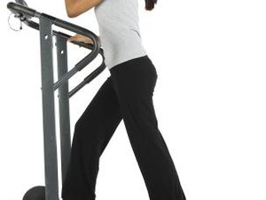 How to Run on a Treadmill Inclined to Build Muscles