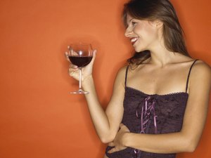 Can You Drink Alcohol If You Are Trying to Get a Flat Stomach?