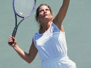 How to Hold a Tennis Racquet for a Right Handed Serve