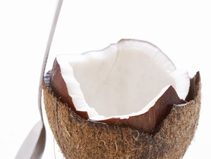 What Are the Digestive Pluses of Fresh Coconut?