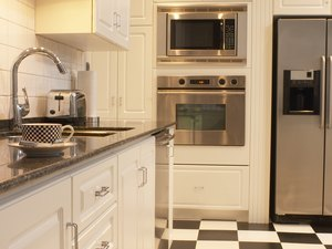 How to Decorate a French Quarter Kitchen on a Budget