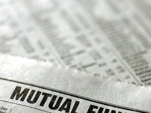 How Mutual Fund Prices Fluctuate With the Market