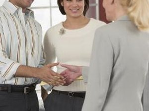 Pros & Cons of Borrowing Money From a Financial Institution