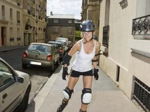 How to Brake in Rollerblading Without Your Heels