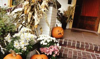 Decorating Your Front Porch & Yard With Pumpkins