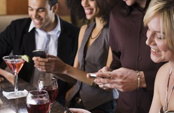 People like to share good food and restaurants with friends through social media.