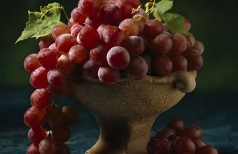 Snacking on red grapes can increase your daily fiber intake.