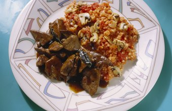 Saute mushrooms and peppers, and add them to brown rice for a low-carb meal.